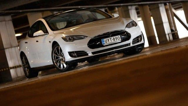 Koeajo: Tesla Model S Performance