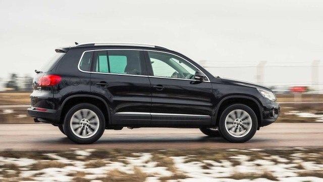 Volkswagen_Tiguan_track&style_2015_LA-23