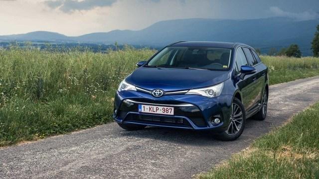 Koeajo: jatkoaikaa saanut Toyota Avensis