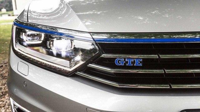 Volkswagen_Passat_GTE_2015_LA-26