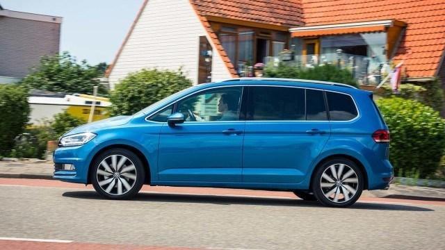 Volkswagen_Touran_2015_LA-12