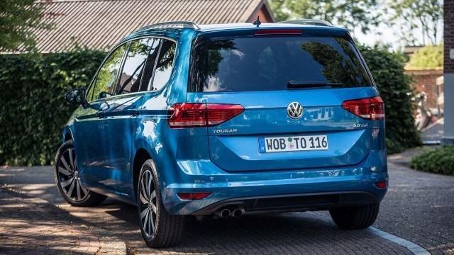 Volkswagen_Touran_2015_LA-30