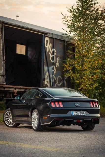 Ford_Mustang_Ecoboost_2015_LA-7