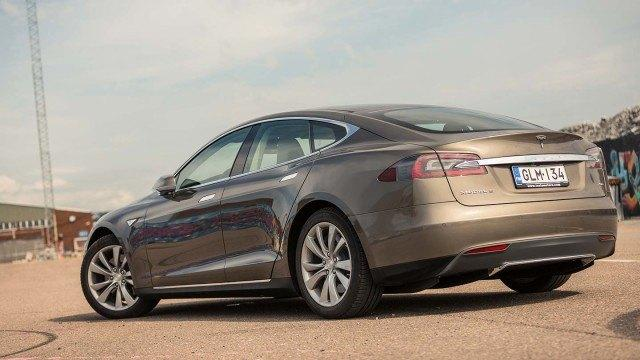 Tesla_Model_S_P70D-8