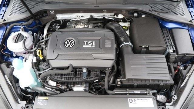 Volkswagen_Golf_Variant_R_2015_PM_40