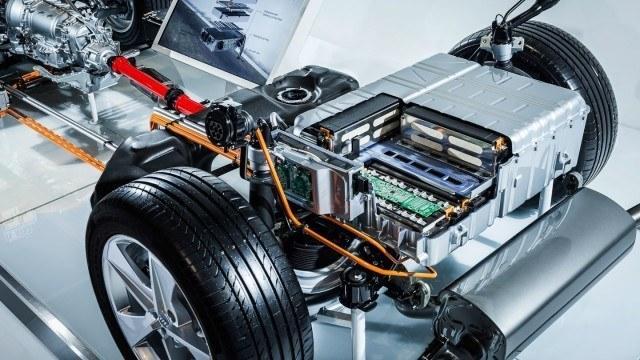 Audi A7 e-tronin tekniikkamalli paljastaa ladattavan hybridin akkupaketin koon.