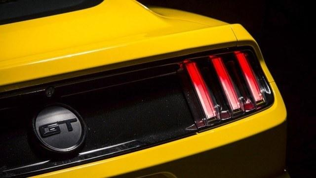 Ford_Mustang_GT_2015_LA2