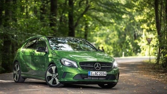 Mercedes_Benz_A220_d_4Matic_facelift_2015_LA-1