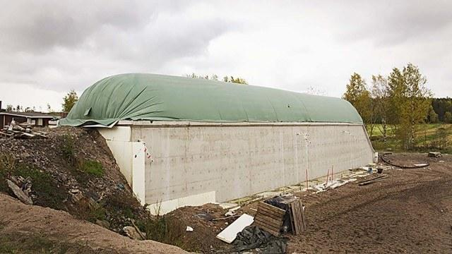 Tilan uusin kuivareaktori on ollut käytössä reilut neljä kuukautta ja se tuottaa kaasua muun muassa hevosenlannasta, vanhoista nurmi- ja olkipaaleista sekä hakkeesta.