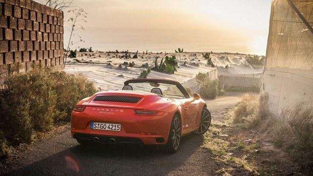Porsche_911_Carrera_facelift_2015L-4