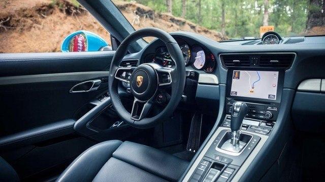 Porsche_911_Carrera_facelift_2015L-56-2
