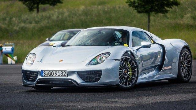 Porsche_918_pakoputket-1