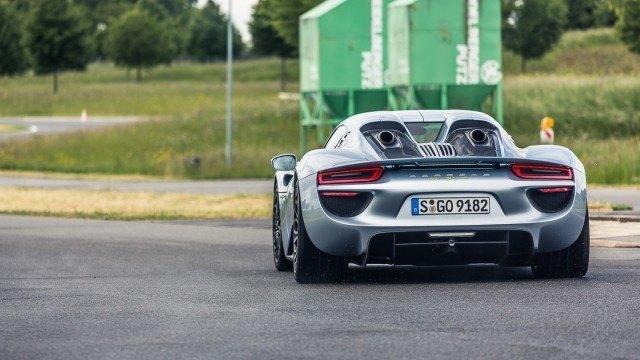 Porsche_918_pakoputket-3