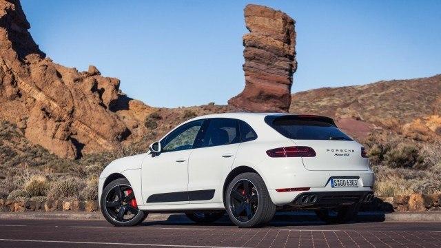 Porsche_Macan_GTS_2016_LA-4