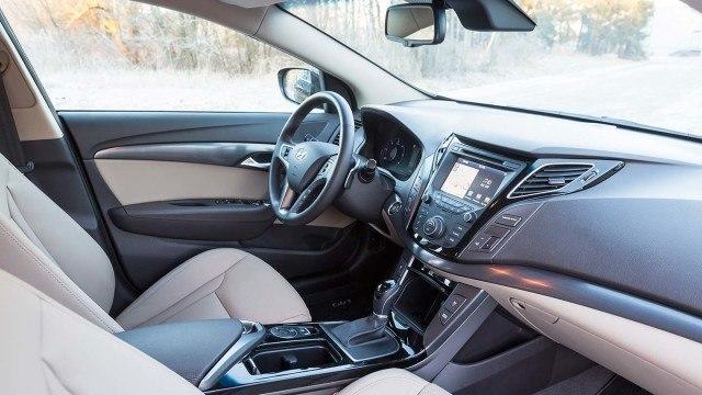 Hyundai_i40_facelift_2015_LA-13