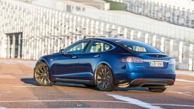 Tesla_Model_S_P90D_2015_LA-10