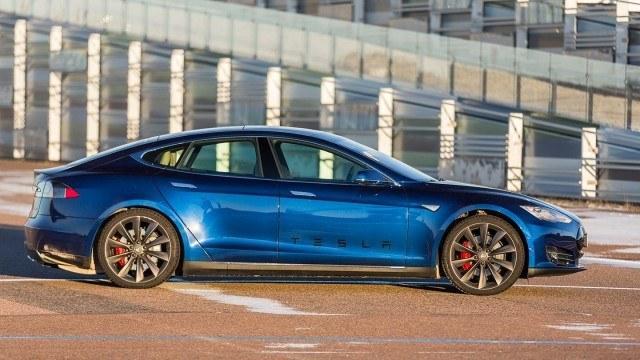 Tesla_Model_S_P90D_2015_LA-11
