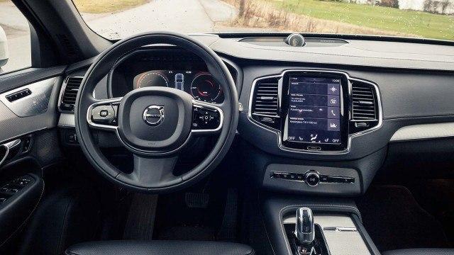 Volvo_XC90_T8_2015_LA-16