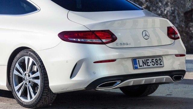 Mercedes-Benz_C220d_Coupe_2016_LA-10