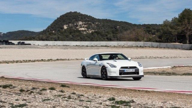 Nissan_GT_R_Track_Edition_2016_LA-12