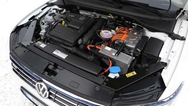 Volkswagen_Passat_Variant_GTE_2016_PM42