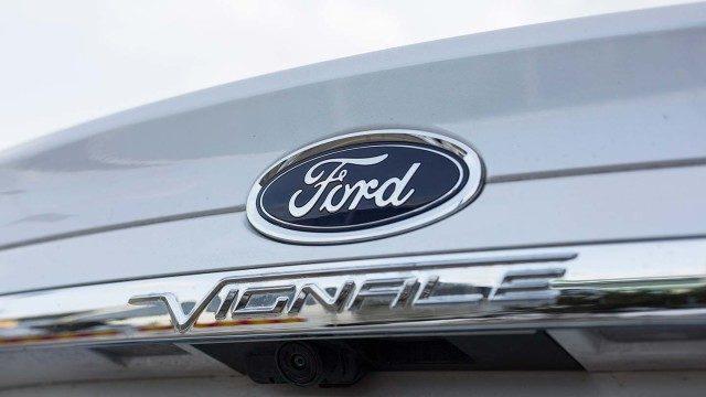 Ford_Mondeo_Vignale_Sedan_2016_LA-21