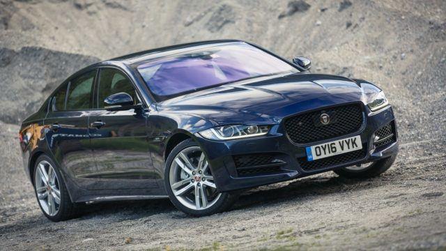 Jaguar XE on R Sport -varustelulla nautinto ajaa.