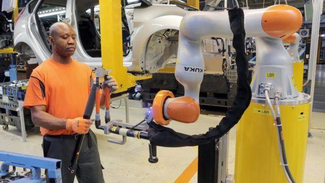 Robotti jeesaa työssä ja kahvitauossa – Ford kehittää sarjatuotantoa