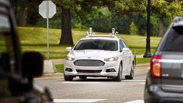 Fordilta ohjauslaitteeton kimppakyytiauto vuonna 2021