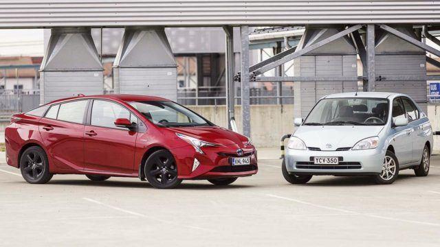 Koeajo: paluu tulevaisuuteen: Toyota Prius kohtaa esi-isänsä