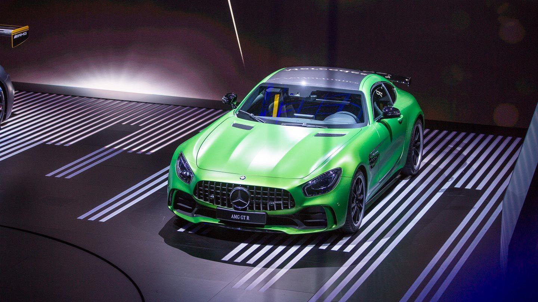 Ratakireä GT R, joka 585 hevosvoiman huipputehon ja vihreän shokkivärin lisäksi sisältää aimo annoksen alusta- ja aerodynamiikkaparannuksia.