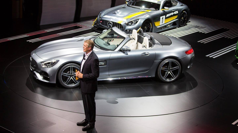 Mercedes-Benzin tuotekehityksestä vastaava Thomas Weber kertomassa AMG:n kilpailujuurista.