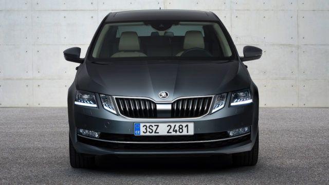 Škoda Octavia saa kasvojenkohotuksessa uuden ilmeen.