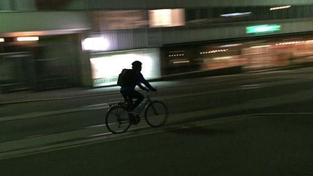Pyöräily pimeässä