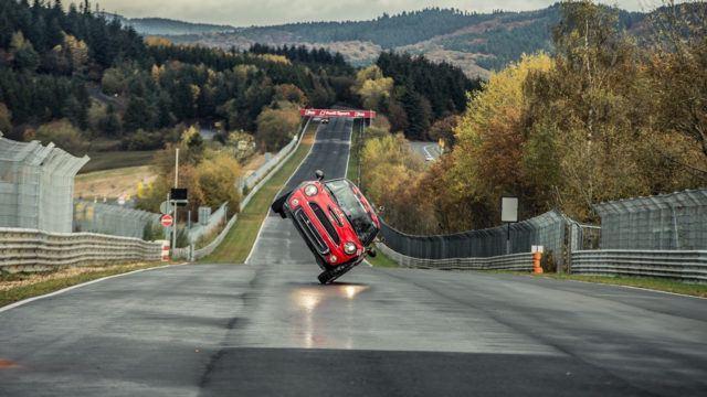 Nürburgring kahdella renkaalla Mini