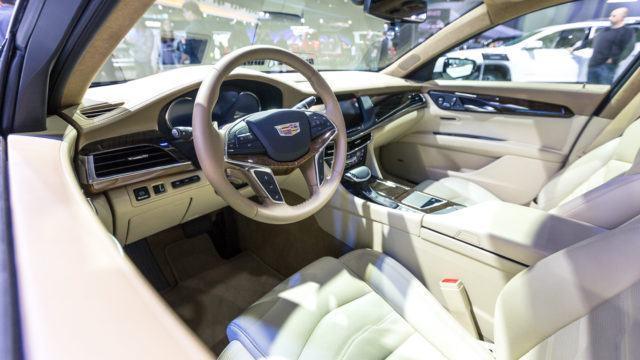 Edustusauto Cadillac CT6:n sisusta edustaa amerikkalaisten parasta tasoa päätä.