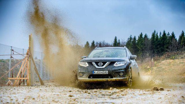 Koeajo: mutavelliä ja röykytystä Nissan X-Trailillä