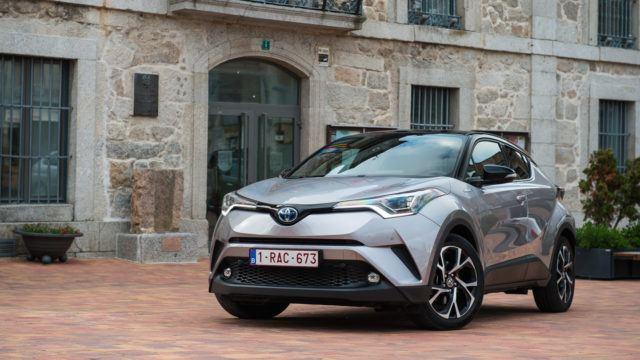 Koeajo: Toyota C-HR 1.8 Hybrid Style – raikkaasti hallituilla riskeillä