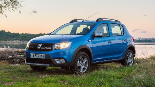 Dacia Sandero Stepway TCe 90 S&S – pirteästi pihanurmelle