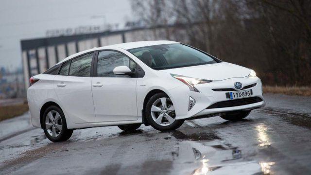 Koeajo: säästöä saunalyhdyillä – Toyota Prius Active