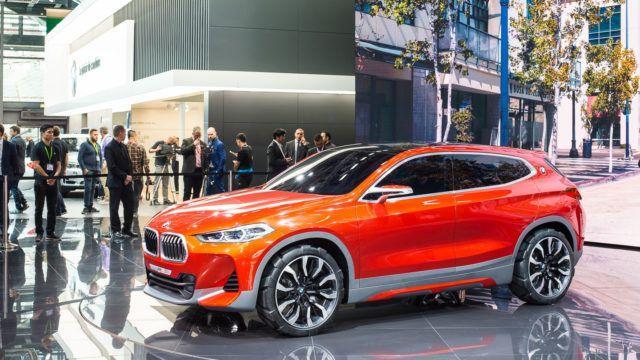 BMW vyöryttää 40 malliversiota