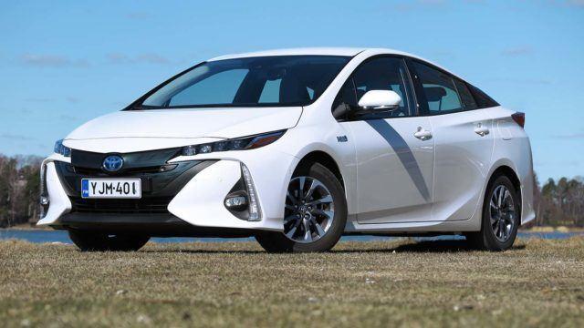 Koeajo: johtosulkeiset – Toyota Prius Plug-in Active
