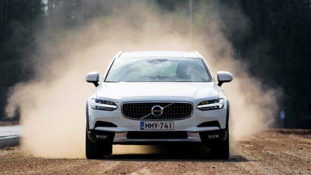 Koeajo: menevää maavaraa – Volvo V90 Cross Country