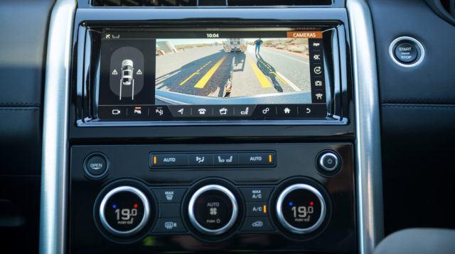 Land Rover Discovery vastaan 110 tonnin maantiejuna