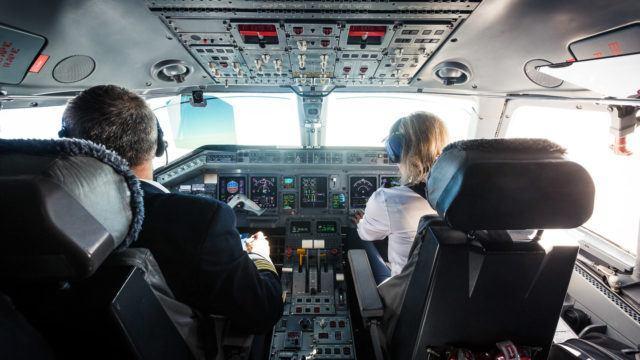avoimet ovet lentokoneessa