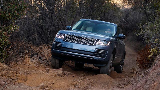 """Koeajo: Range Rover  P400e – """"vedessä kahlatessa polttomoottori pidettävä käynnissä"""""""