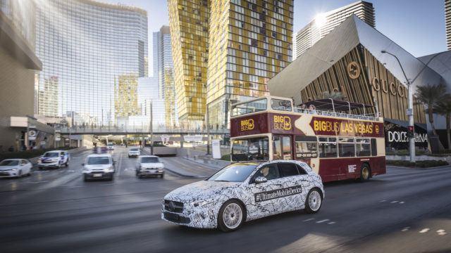 Mercedeksen MBUX uudistaa merkin tietoviihteen