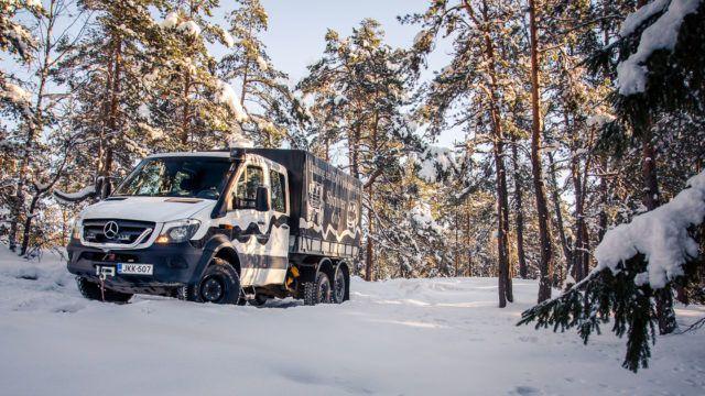 Maistiainen: Mercedes-Benz Sprinter Oberaigner 6x6 – pakettiauto viidellä tasauspyörästön lukolla