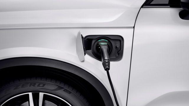 Volvo: 50% myynnistä täyssähköautoja vuonna 2025