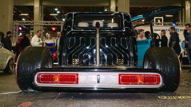 Hiilikaivokselta näyttelyautoksi – Volkswagen Transporter T4 '92